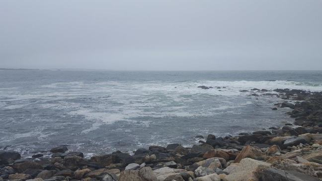 Photograph of the sea with a completely cloudy, grey sky