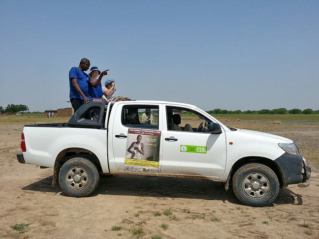Photo of the study team driving through the streets of N'Djaména looking for and counting the freely roaming dogs.
