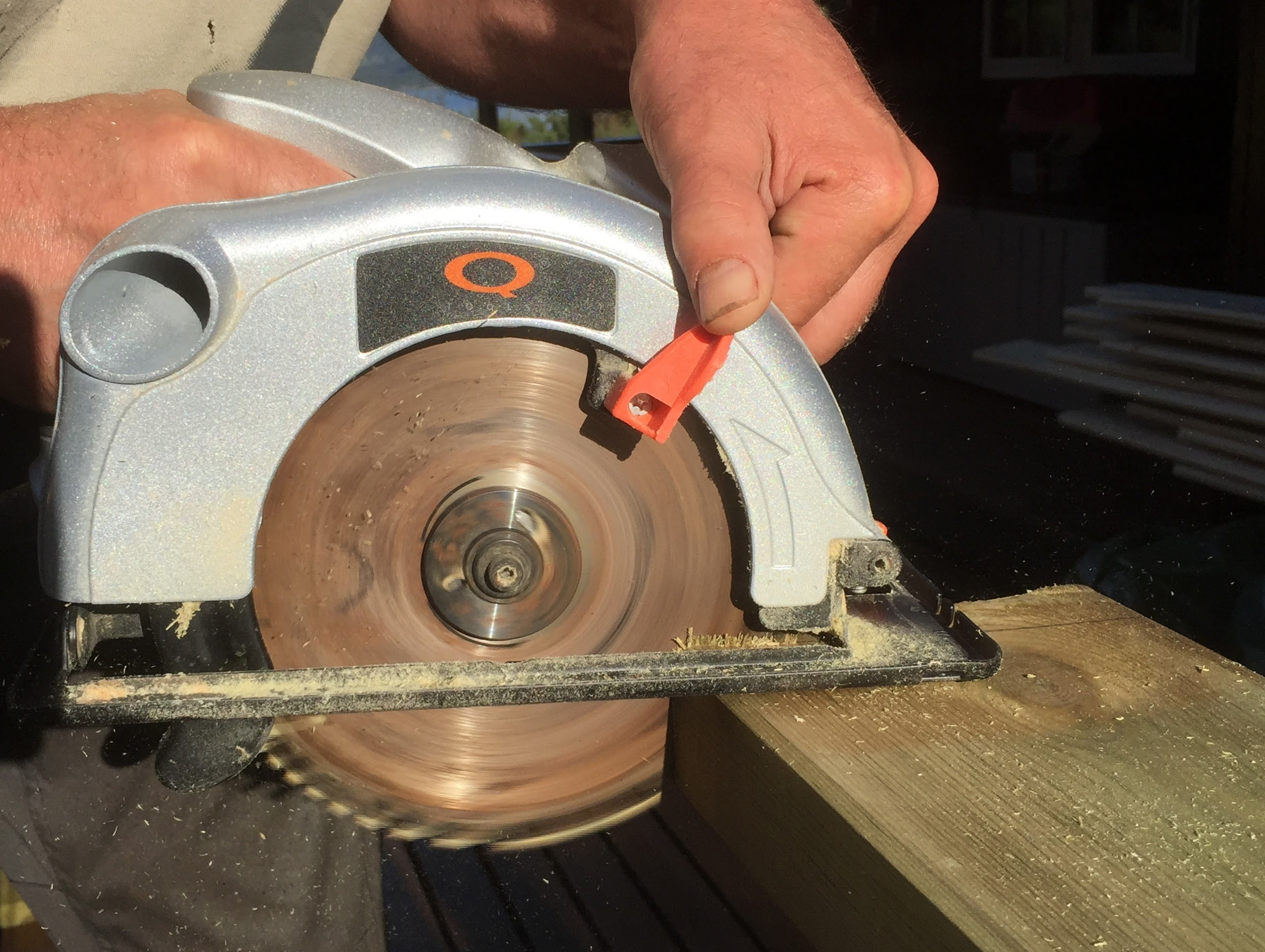 Saw with enclosed blade