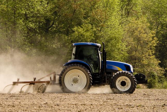 Tractor_COLOURBOX6314218.jpg