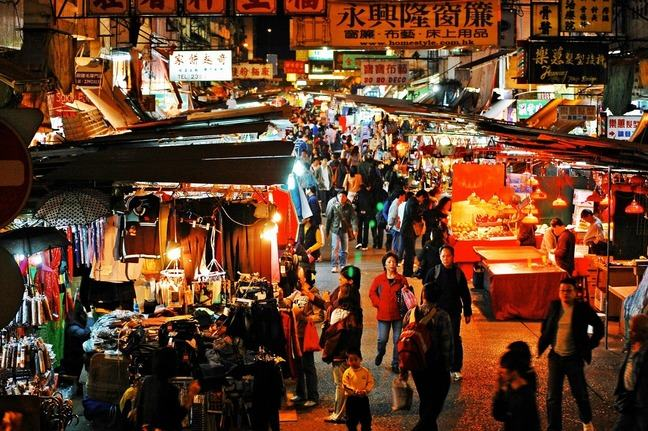 Busy Chinese market at night