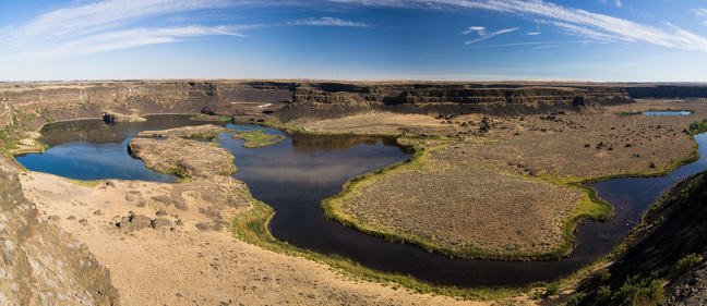 Dry Falls in the Channelled Scablands showing large cliffs that would've been waterfalls in the past
