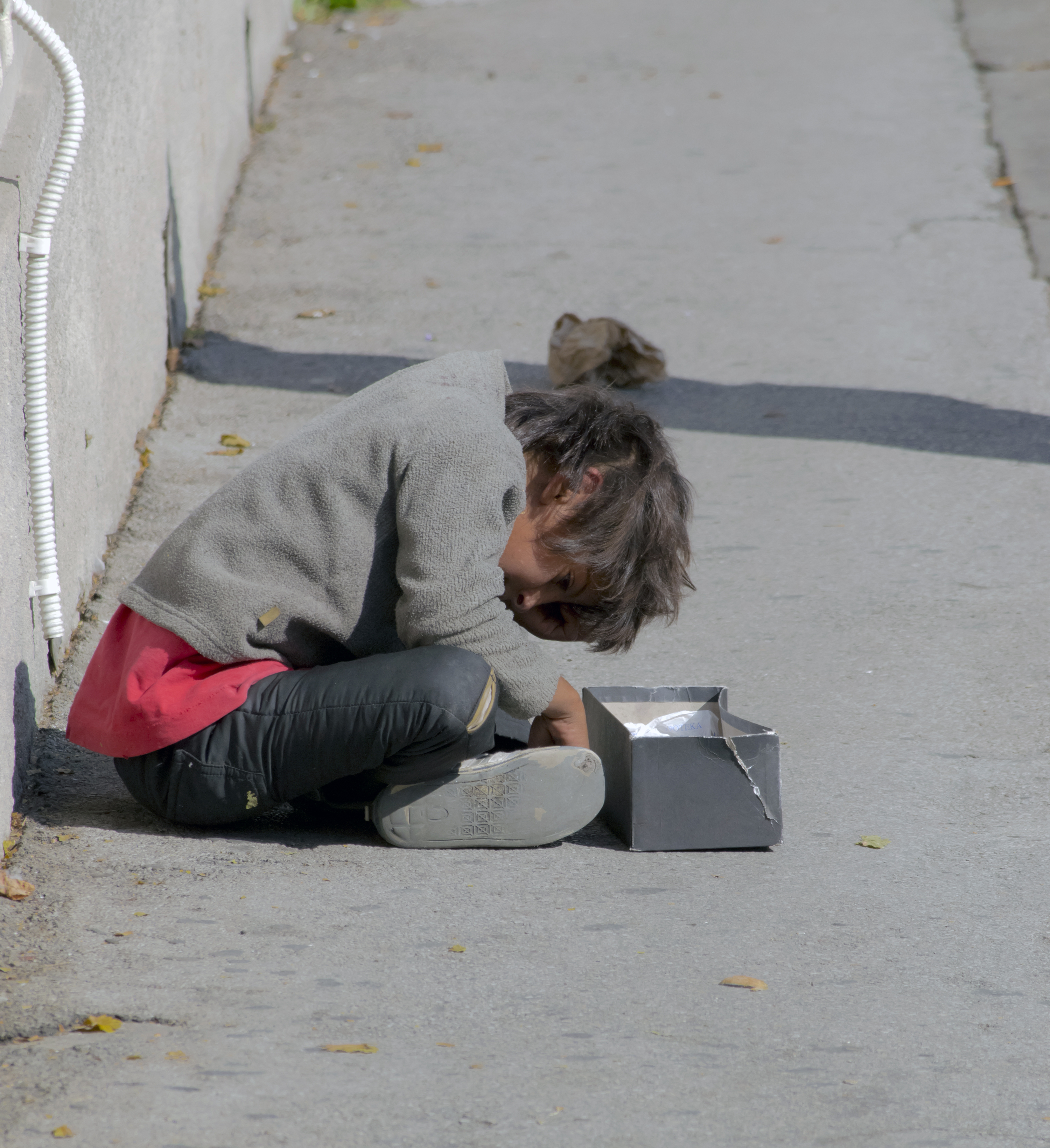 Child sitting in the street, begging_COLOURBOX5371111.jpg