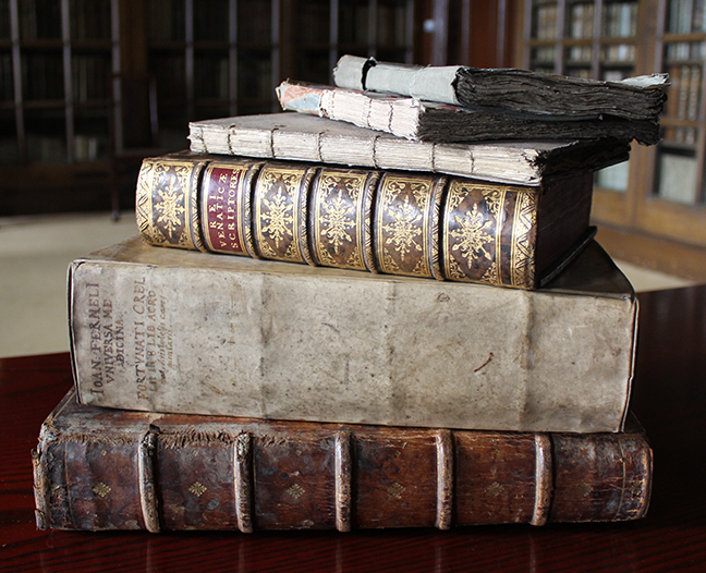 Range of unbound books and bound books in the Edward Worth Library, Dublin. © The Trustees of the Edward Worth Library, Dublin
