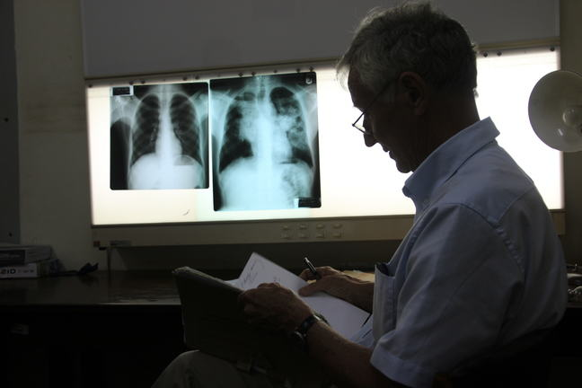 Lung physician and x-ray images_6.2_IMG_4033.JPG