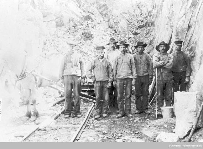 Workers building one of the main Norwegian railroads, 1906.