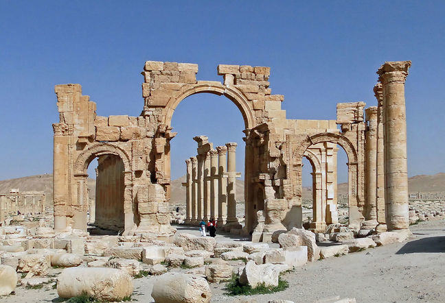 Triumphal Arch of Palmyra in situ before destruction, Bernard Gagnon CC BY-SA 3.0