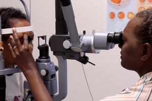 Diabetic eye care at the Regional Eye Centre, Honiara, Solomon Islands © Anthony Hall CC BY-NC-SA-4.0