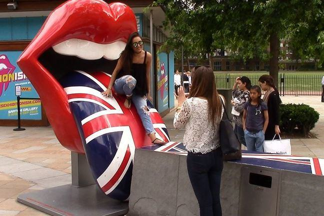 Promotional sculpture of the Rolling Stones' lips and tongue, decorated with the Union Jack flag.