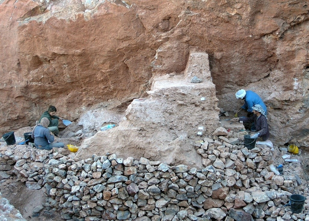 Excavators working on the remaining deposits at Jebel Irhoud (Morocco)