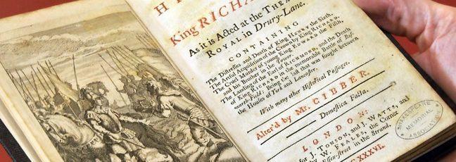 Jonathan holding reference to Richard III