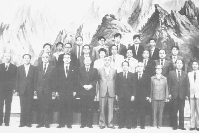 Xi Zhongxun and Kim Il Sung