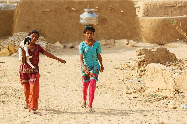 two young adult females of the Mideast