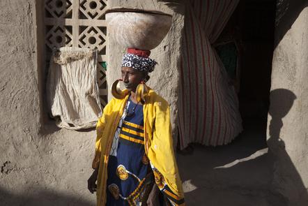 A Peul woman wearing traditional gold earrings in the Taikiri neighborhood.