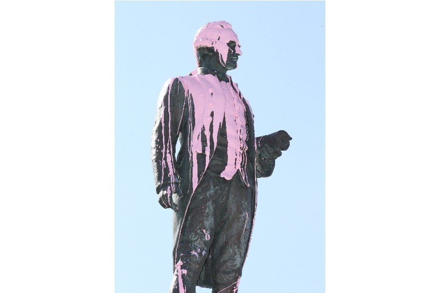 Statue of Captain Cook in Melbourne vandalised with pink paint, 2018