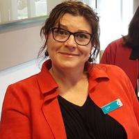 Dr Lisa  Milne