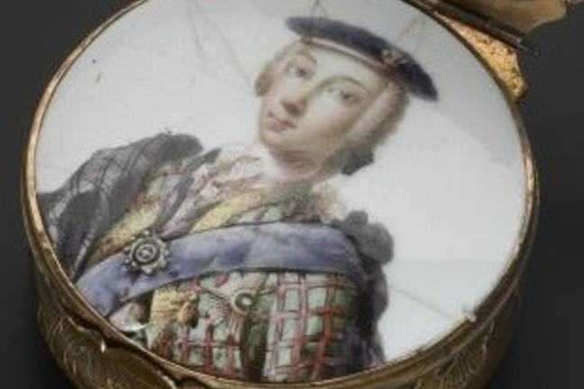 Circular snuffbox with an inner lid enamelled with a portrait of Prince Charles Edward Stewart, wearing white wig, blue bonner, tartan jacket and plaid and blue sash.