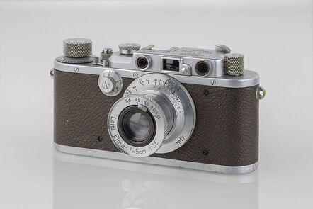 The Leica IIIa was a standard camera used by many photographers in the 1930s. It resembles closely the camera held by Henryk Ross and Mendel Grossman in their portrait photos.