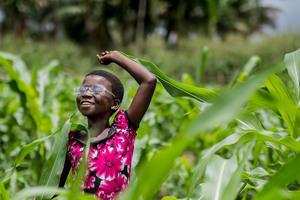 Jeune fille DRC © Andras D. Hajdu/IAPB CC-BY-NC-SA 2.0 https://flic.kr/p/z9v3sR