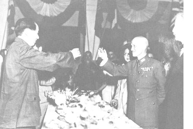 Mao Zedong and Chiang Kai-Shek toast each other at a banquet held in Chongqing City, China, 1945.