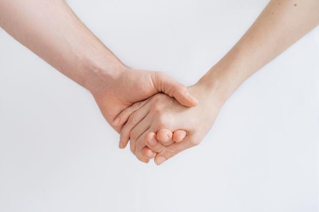 Handen worden vastgehouden