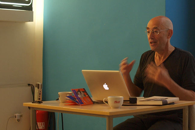 Photography of Bob Stein giving a talk.