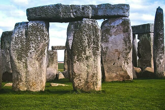 A close up image of stonehenge, the famous monument in England.