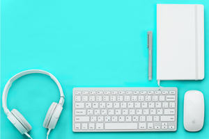 equipment needed to teach online. Keyboard, notebook, pen, headphones, mouse.