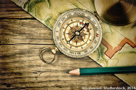 Old map and compass on a wooden table © Laborant/Shutterstock