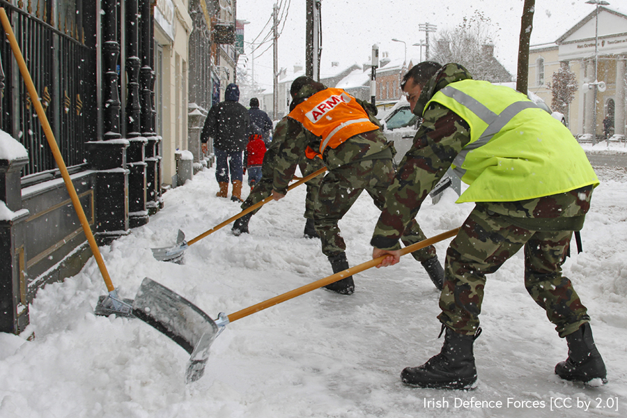 Irish Defence Forces clearing snow [CC by 2.0]