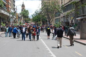 Photograph of street in Bogota with many pedestrians