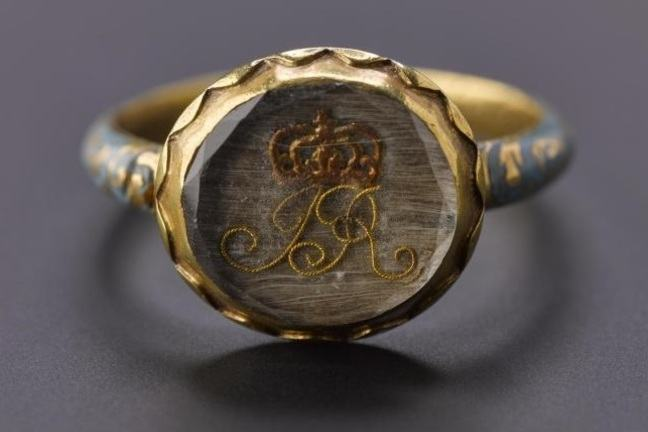 Gold and enamel finger ring inset with the initials J and R for Jacobus Rex or King James and a crown.