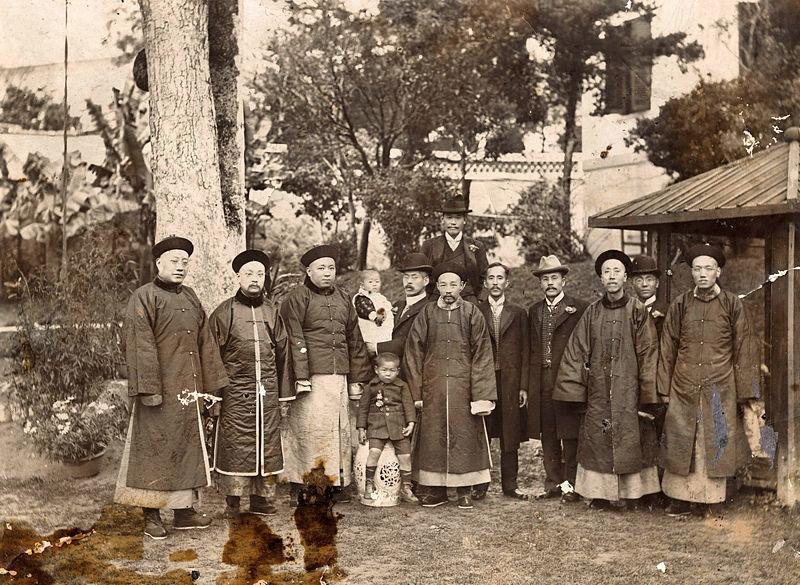 Huang Zunxian with family, 1900