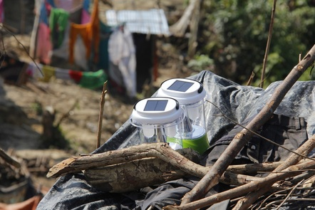 Bangladesh-Myanmar border, solar lamps charging (ICRC photo)