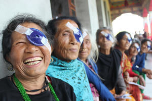 Happy women after cataract surgery, Nepal © Sunita Kunwar K.C. / IAPB CC BY-NC-SA https://flic.kr/p/LwTSAM