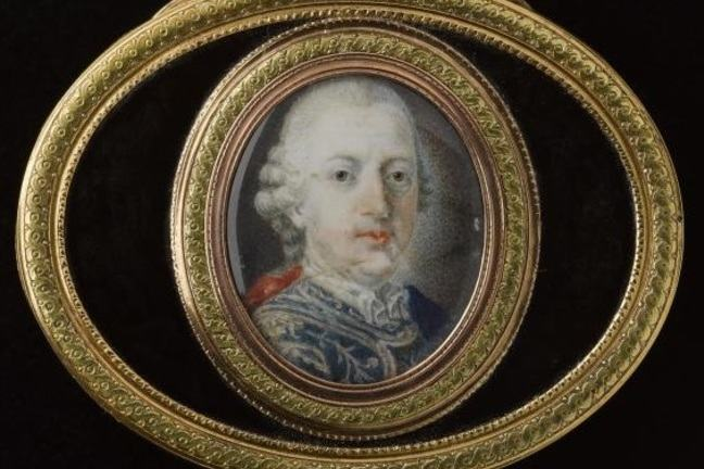 Oval-shaped, gold-mounted snuffbox of dark tortoise-shell, with a miniature of Prince Charles Edward Stuart on the lid, aged 56 looking older, with jowls, wearing white wig and blue jacket.