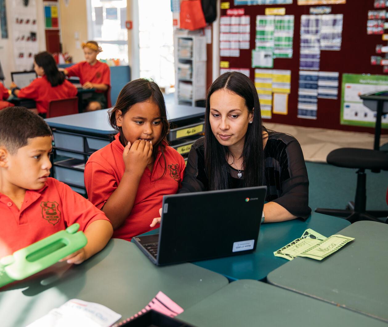 Teaching Digital Skills for Sustainable Education