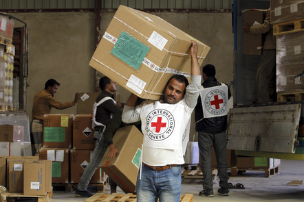 Sana'a. ICRC employees unload emergency medical aid. ARHAB, Yeyha/ICRC