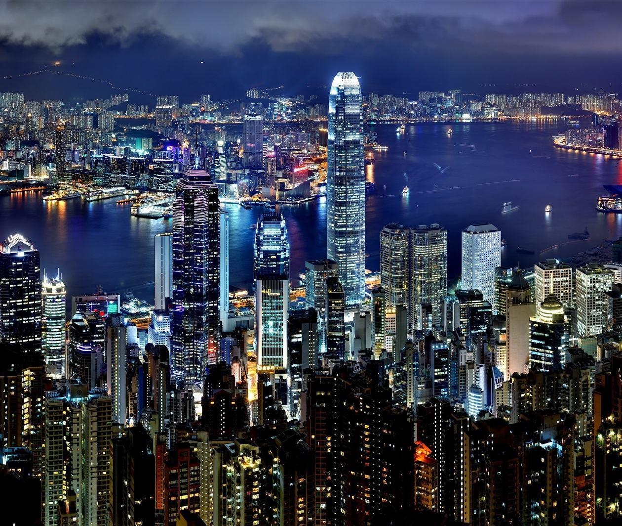 Virtual Hong Kong: New World, Old Traditions