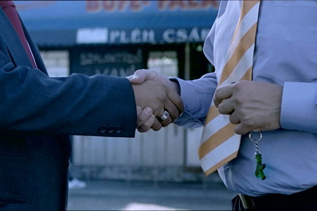 Close up from the film Sazlontudo of two men shaking hands
