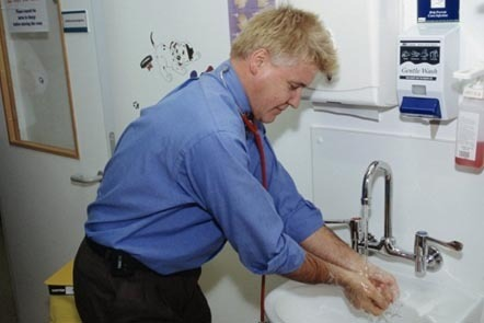 Handwashing, Conquest Hospital, East Sussex, UK: JOHN COLE / SCIENCE PHOTO LIBRARY / Universal Images Group