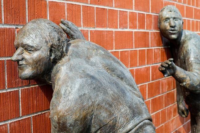 Sculptures listening
