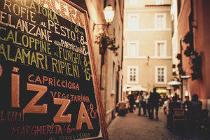 A busy Italian street, perfect for meeting and greeting people