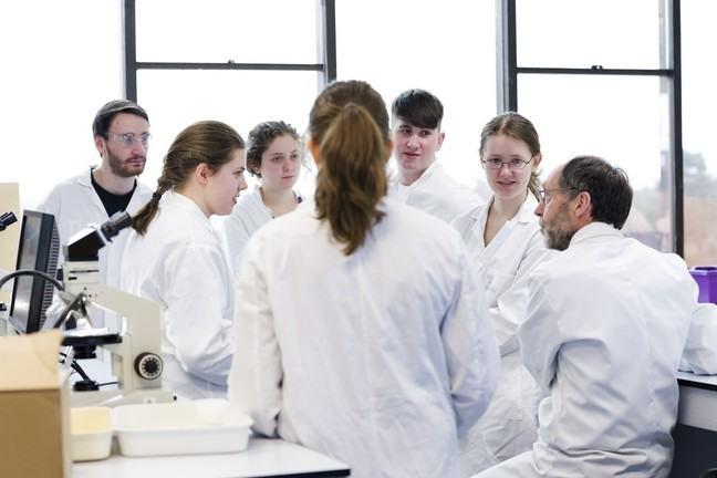 A shared discussion taking place in a laboratory