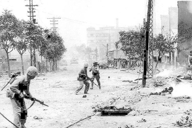 U.S. Marines engaged in urban warfare during the battle for Seoul in late September 1950.