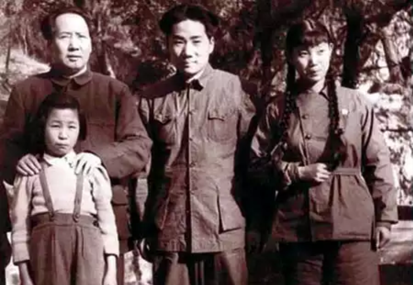 Mao Zedong stands next to Mao Anying, second left, the eldest son of Mao Zedong and Yang Kaihui, Liu Songlin, left, the wife of Mao Anying, and Li Na, the daughter of Mao Zedong and Jiang Qing, in Xiangshan (Fragrance Hill), Beijing, April 1949.