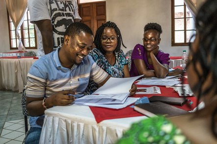 Participants during a training on HCV self testing kits in Kilifi County, Kenya. (C) Brian Otieno / FIND