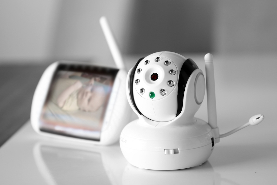 Baby monitor device with camera