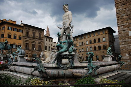 Photo of the Fountain of Neptune in Florence, Italy
