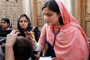 A female doctor with the International Medical Corps